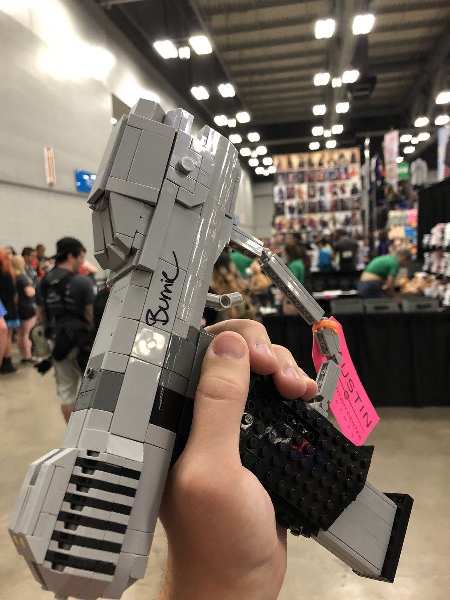 Nick Brick On Twitter Awesome To Meet Burnie Rtx Made Just A B On One Side Since The Lego Halo Ce Magnum Broke Mid Signing It Happens It S Lego We Can Fix