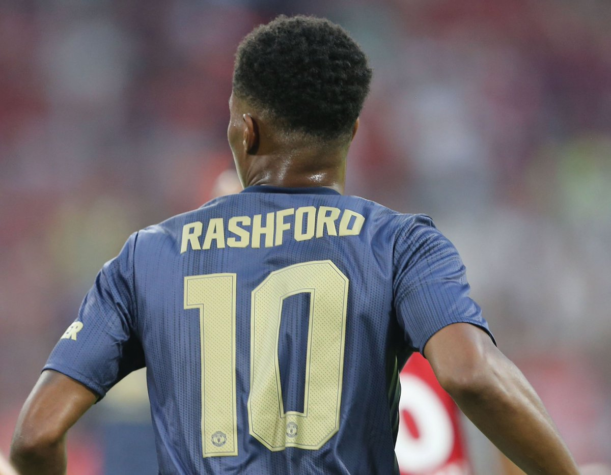 It's official - @MarcusRashford is #MUFC's new no.10! 👍
