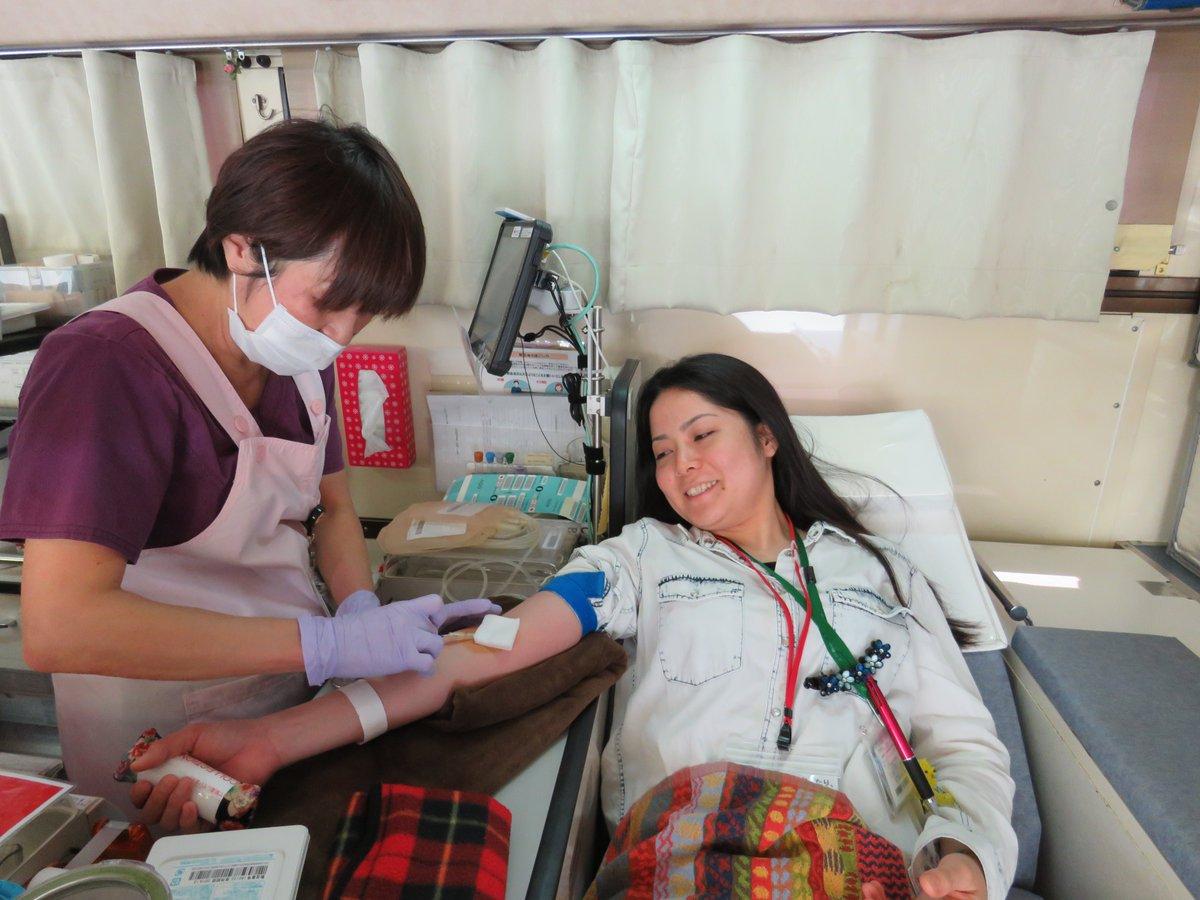 献血車が来たよ~♪ みんな集まれ~ \(*^▽^*)/♪