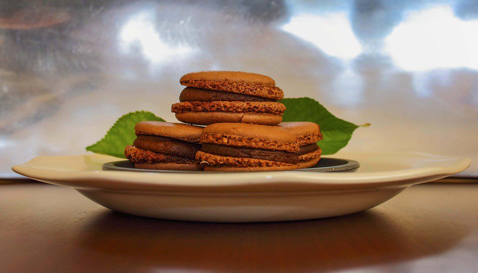 Chocolate heaven! Try homemade macarons with our easy to follow recipe: https://t.co/B4Zz5xukaN https://t.co/10ImwEqvXY