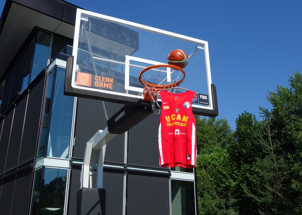 👕🏀 Follow us & retweet 🔄 to have a chance to win @UCAMMurcia's signed jersey - the 🥉 medalist of the #BasketballCL!   The winner will be contacted directly! https://t.co/qZgAp9sDYI