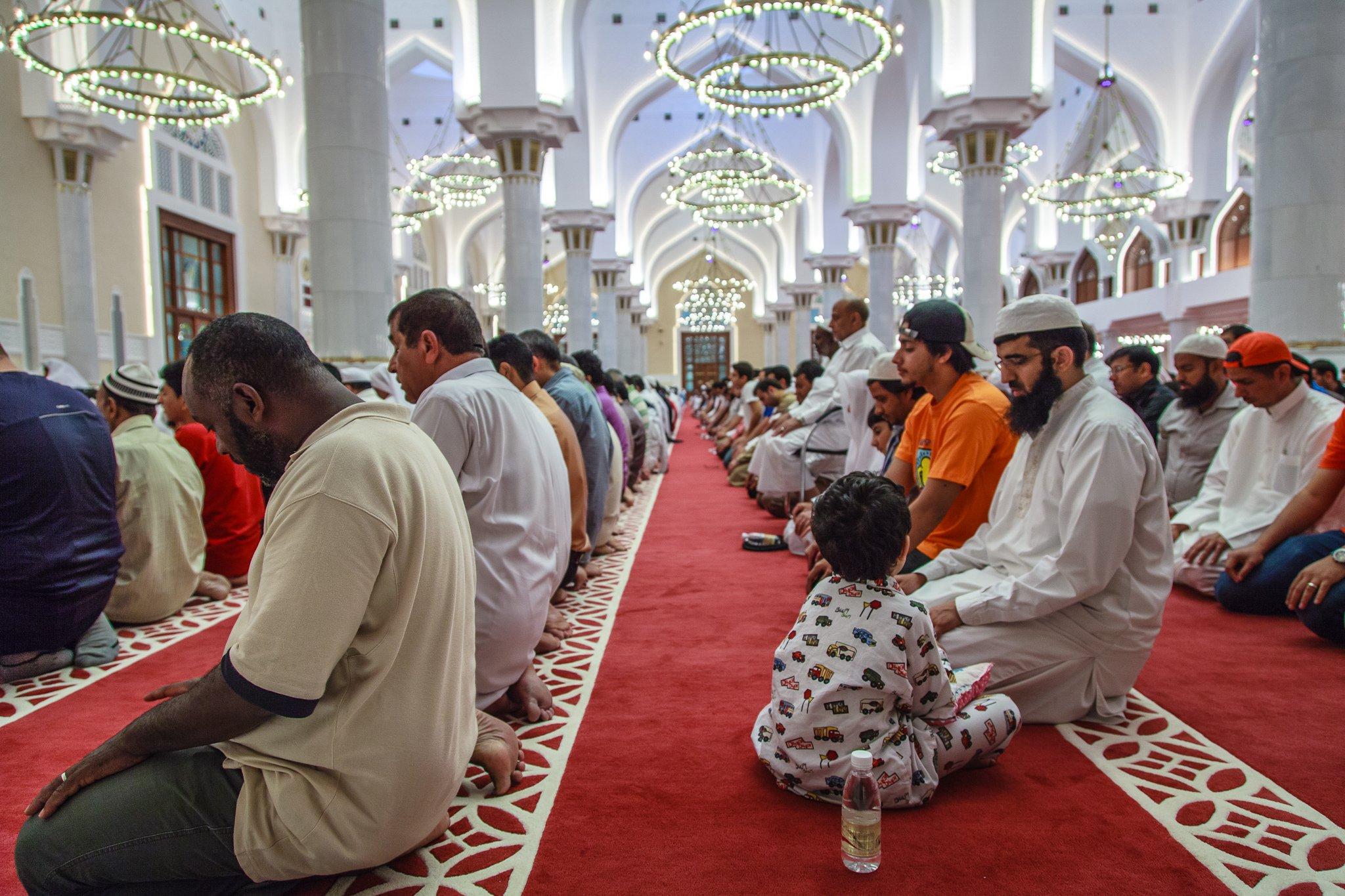подходящий рисунок фото молящихся в разных религиях зарабатывает