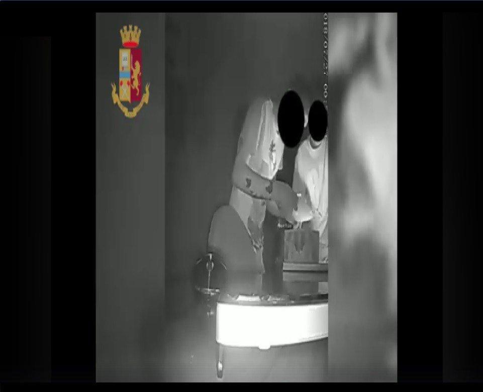 Squadra Volanti Messina: denunciata una coppia di ladri, che asportava denaro dalla sacrestia di unaChiesa  https:// www.messinamagazine.it/cronaca/squadra-volanti-messina-denunciata-una-coppia-di-ladri-che-asportava-denaro-dalla-sacrestia-di-una-chiesa/  - Ukustom