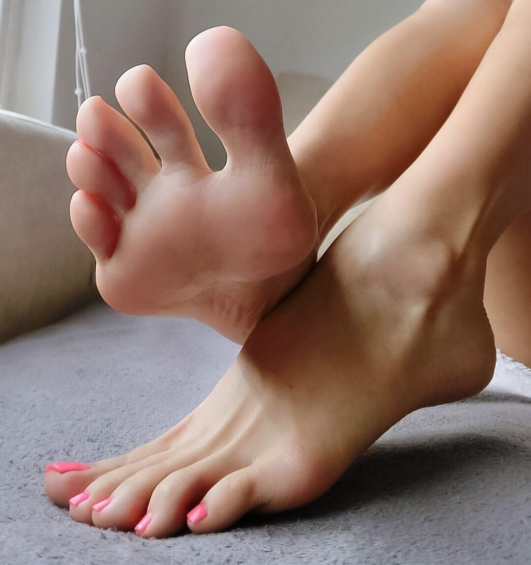Young nude feet