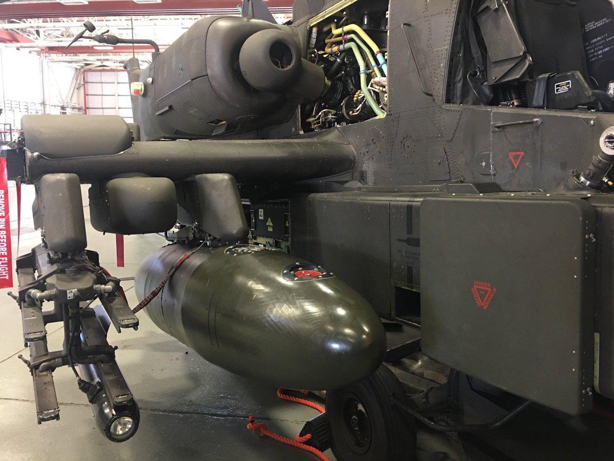 「656 Sqn REME fit the Emergency Flotation System (EFS)」的圖片搜尋結果