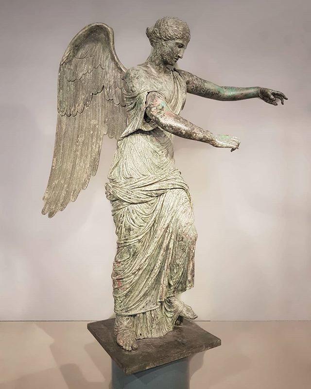 #VittoriaAlataBrescia #bronze  #sculpture @bresciamusei #archeology #restoration https://t.co/ko7XQjUmBN