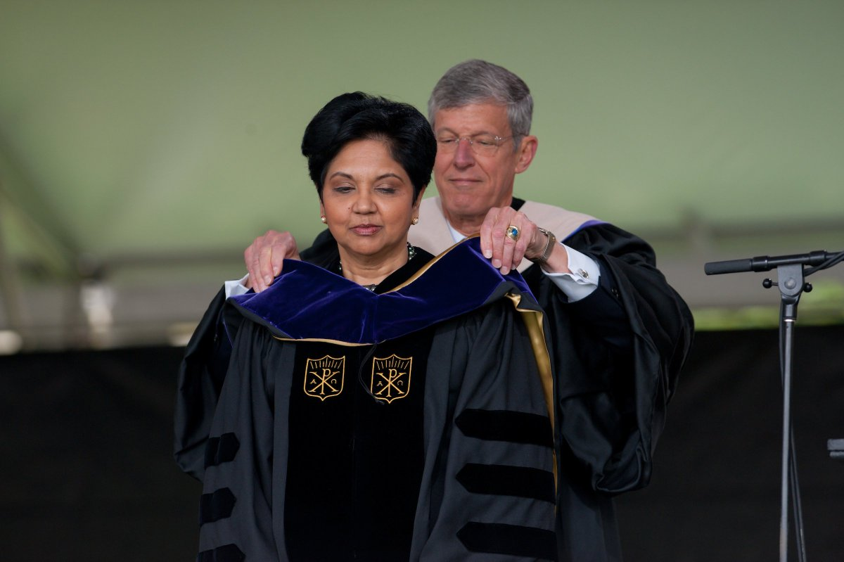 When @IndraNooyi visited #Wakeforest for #wfugrad in 2011, @WakeForestBiz now-retired dean Steve Reinemund, former @Pepsi CEO, presented her w/ honorary degree. #anotherfunfact https://t.co/muhxECEzG6