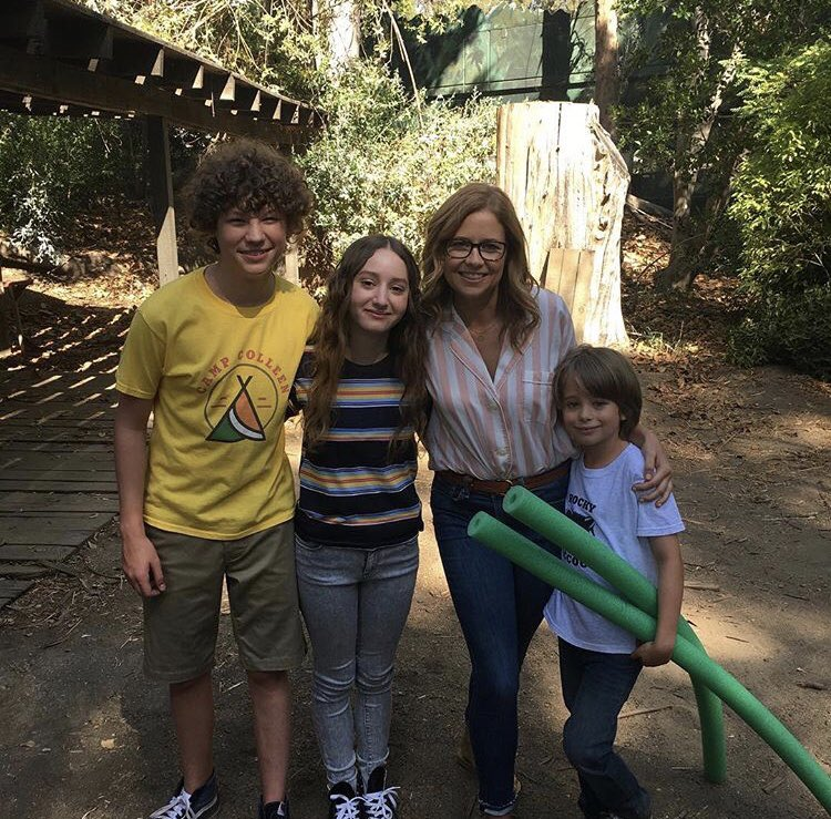First day back on-set with these lovelies 😍📷: @jennafischer #SplittingUpTogether