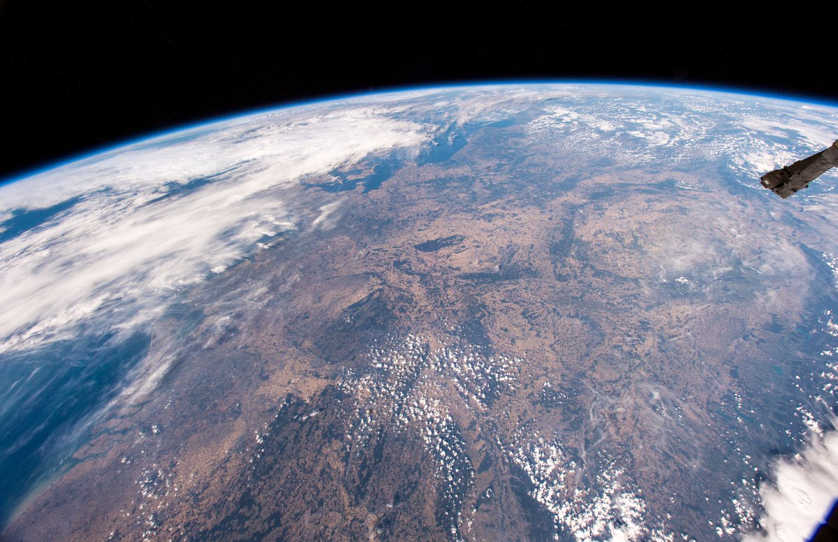 Konnte eben die ersten Bilder von Mitteleuropa und Deutschland bei Tag machen, nach mehreren Wochen von Nacht-Überflügen. Schockierender Anblick. Alles vertrocknet und braun, was eigentlich grün sein sollte.  #Horizons