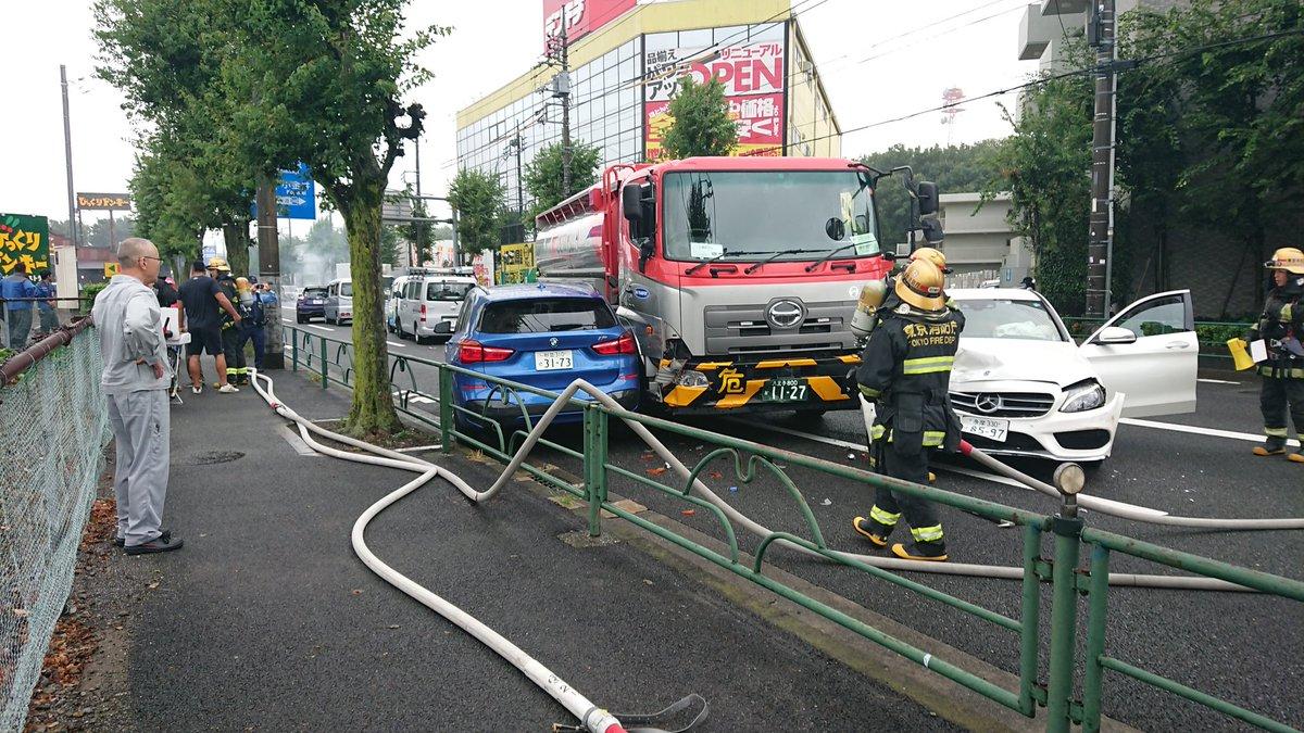新青梅街道で玉突き事故が起きた現場の画像