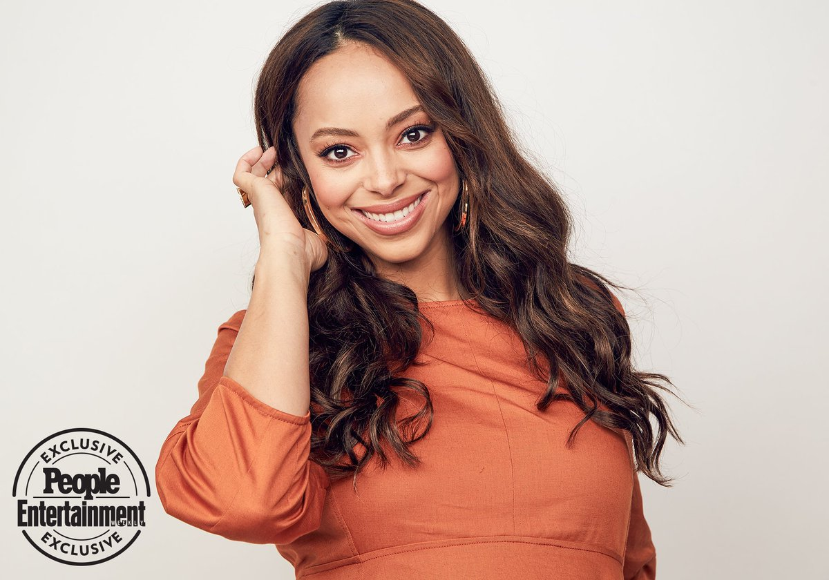@AmberoniStevens Portrait from #TCA18 #HappyTogether @EW