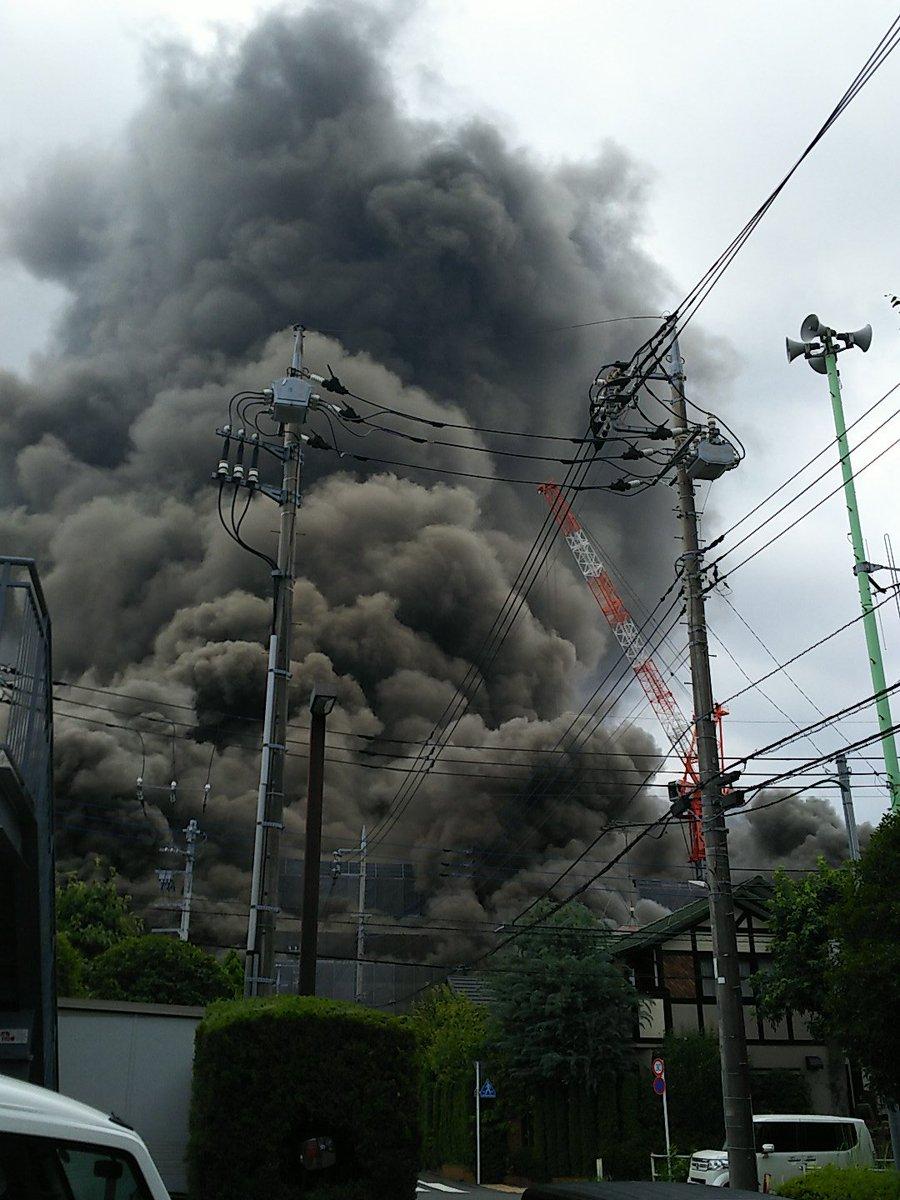 八王子市堀之内の工事現場で火事が起きている現場の画像