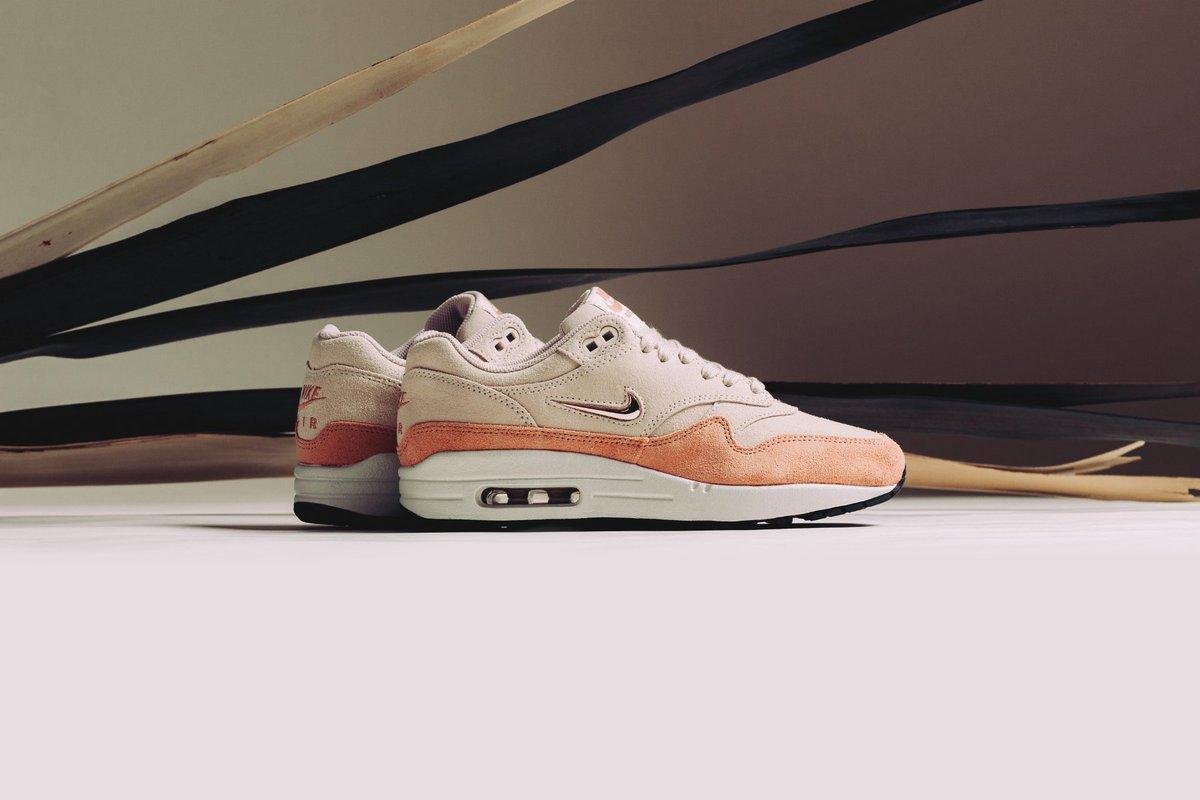 0b53983981e8 Take a closer look at  Nike s Air Max 1 Premium