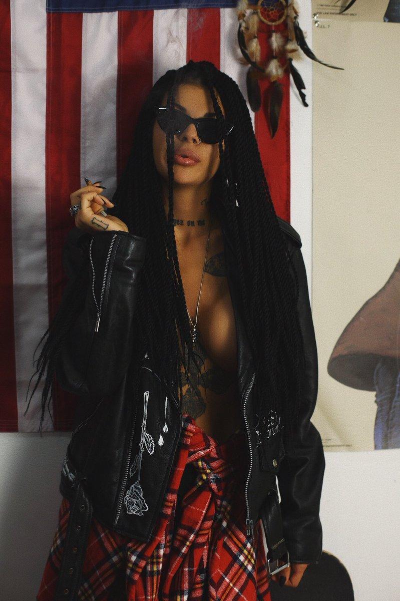 Ilona Lady-vamp-bukovskaya twitter @LadyVampUA