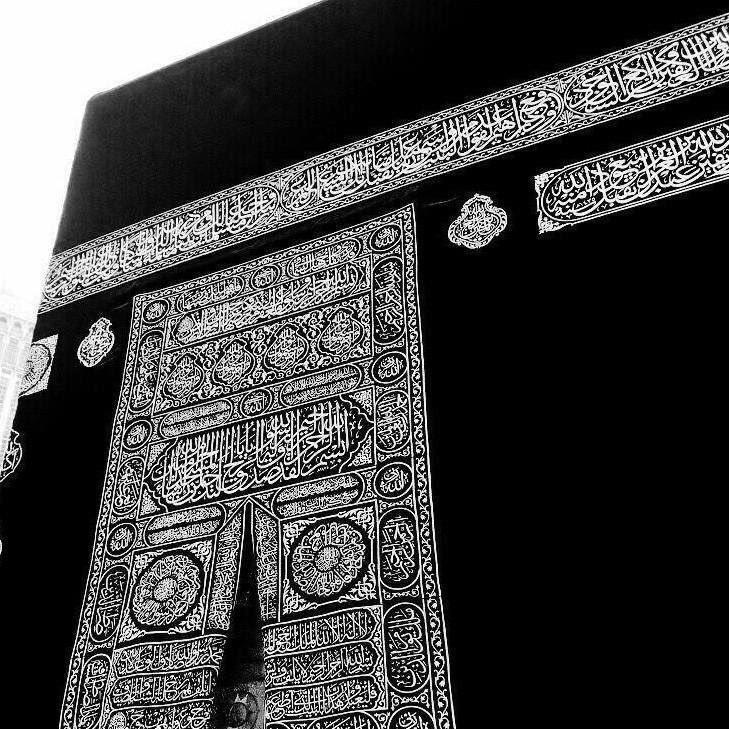 إني عشقت العيش في أكنافها ياليت روحي في رُبى مكة تزرع '.
