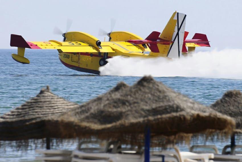 Los #aviadores del #43Grupo @Bombardier y #Ala48 #SAR #CN235 #VIGMA @AirbusDefence han luchado este fin de semana contra los #IIFF en #Ceuta y el tráfico de personas en nuestras costas. . Vía @EjercitoAire #reclutamientoES