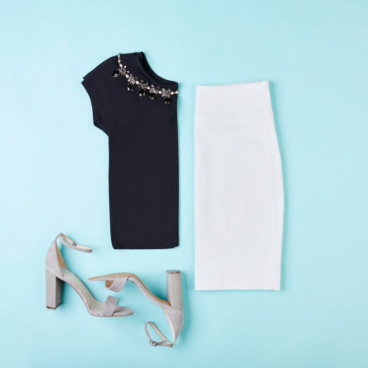 033beccf36 From desk to dinner. Stay ready with our textured #margaretm pencil skirt.  pic.twitter.com/AWWU7PLRoJ