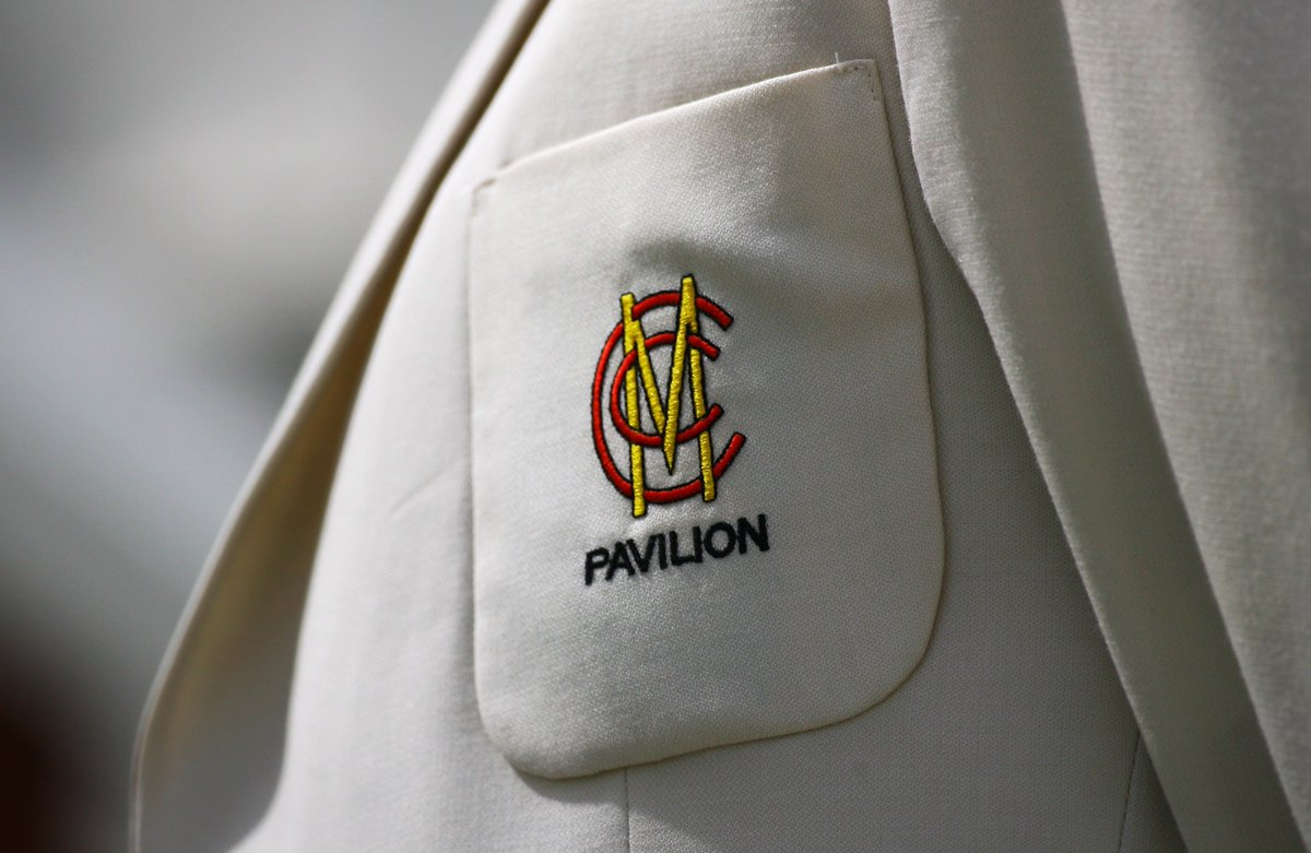 Due to the abnormally warm temperatures, MCC has decided to dispense with requirement for gentlemen to wear jackets in the Pavilion and arrive wearing one.   This applies to Members of MCC and Middlesex and their guests.