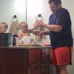 お父さんと赤ちゃんとのお遊びがめちゃくちゃ可愛い!こんな家族だったら楽しそう!