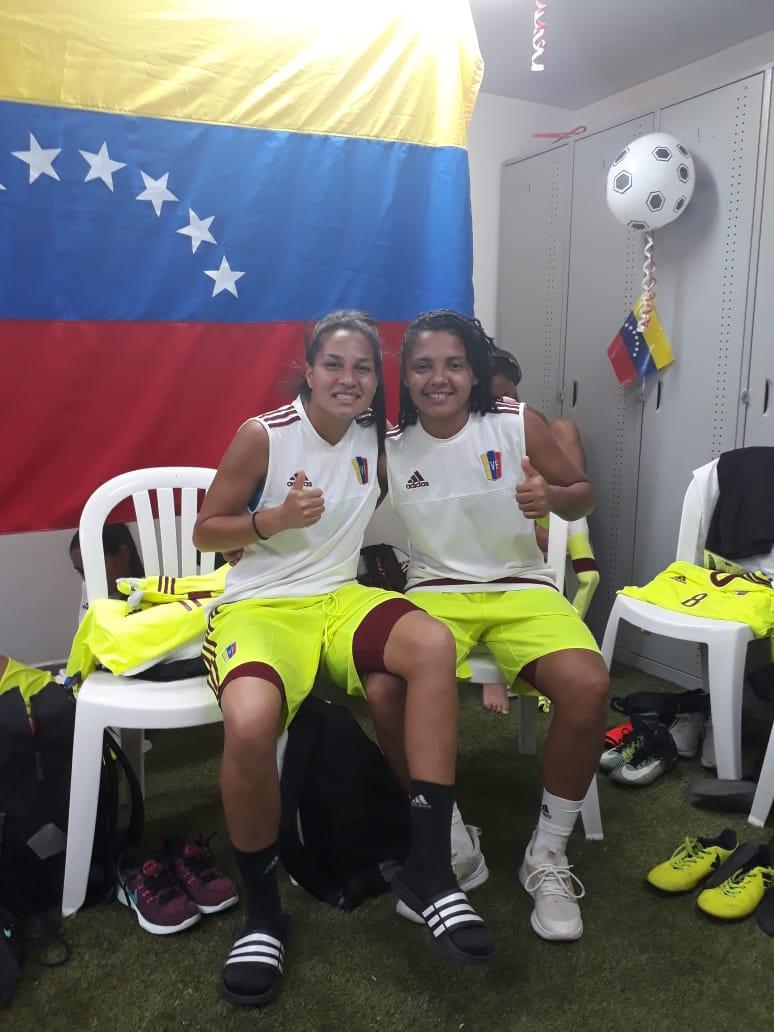 Todo listo para mañana. Enfrentaremos a México en el primer duelo de semifinales y ¡Vamos a dejarlo todo!. Como siempre, en Venezuela podrán disfrutarlo por TLT a partir de las 5pm (VE)