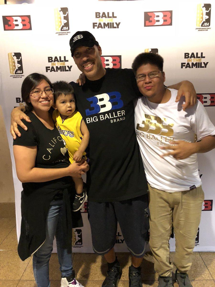 Met the goat 🐐 @Lavarbigballer @MELOD1P @LiAngeloBall @ZO2_ #LABallers #LosAngelesBallers #jbaleague – at Orleans Arena
