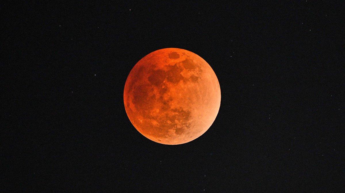e1544ec2d1 The UK will witness a spectacular total  blood moon  lunar eclipse tonight