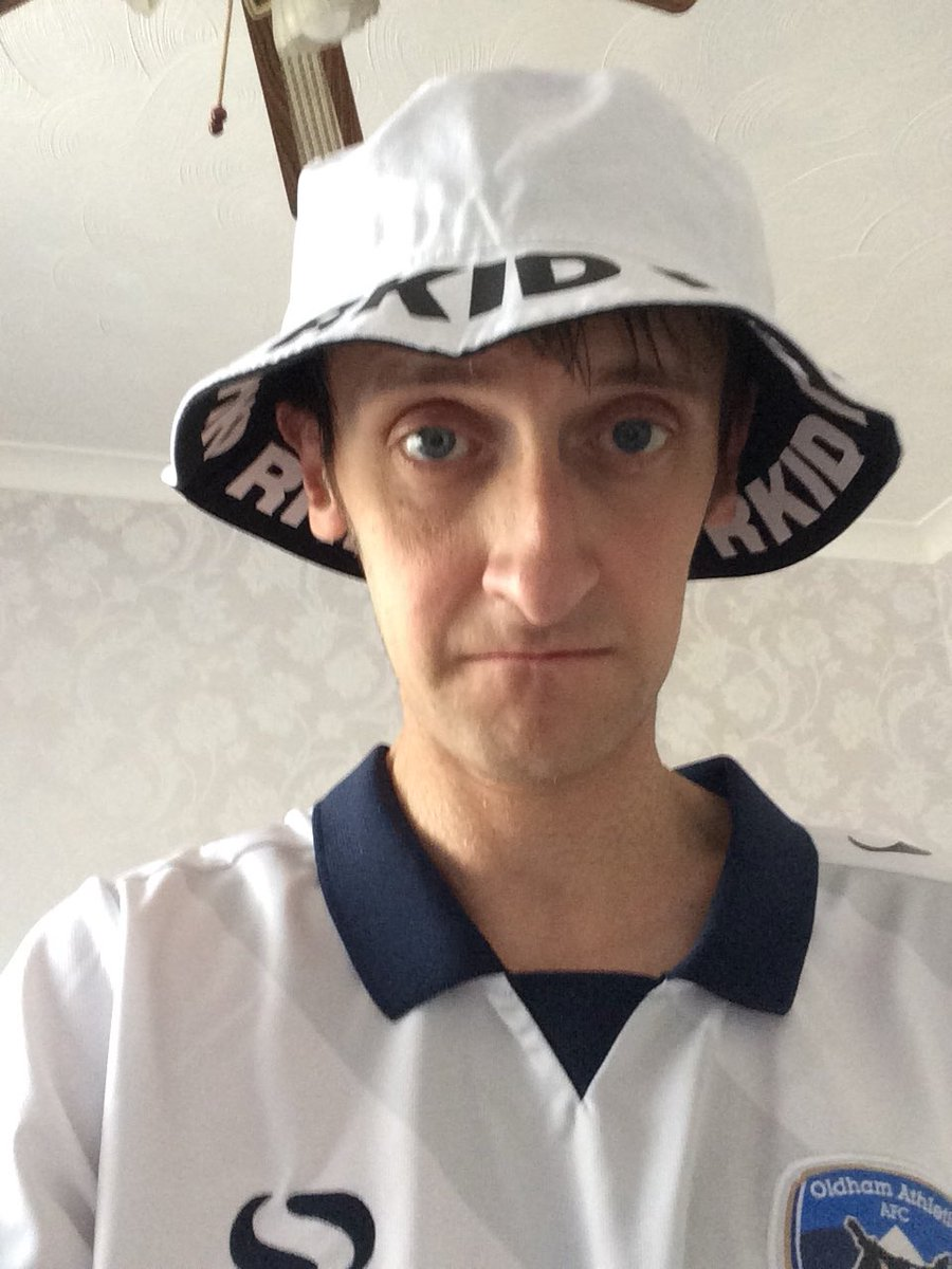When your new Liam Gallagher bucket hat has finally  arrived.pic.twitter.com W0bjR0Oenr 277204e3f85