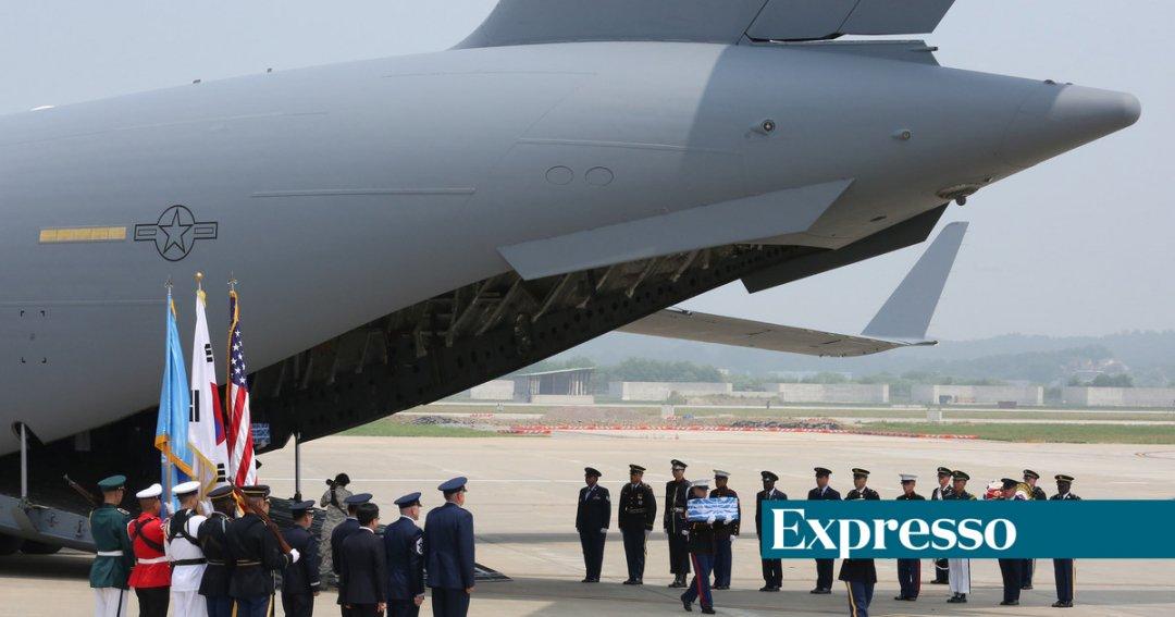 Coreia do Norte devolve restos mortais de soldados americanos mortos na  guerra de 1950-53 1a025e754d