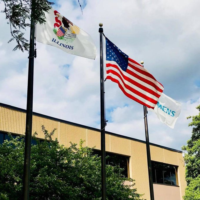 #Siemens flying the company colors along with the #US Flag & #Illinois #State #Flag https://t.co/4h4LTIWrwr https://t.co/r1OgQwXe5l