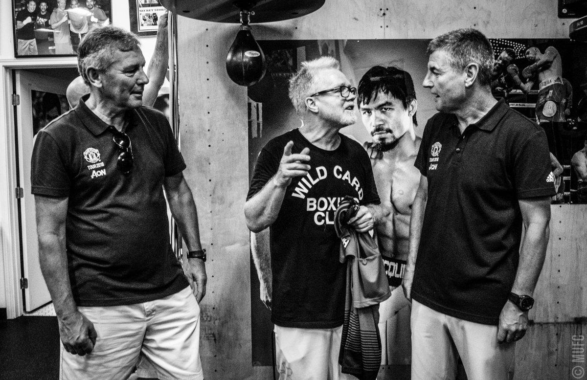 Legenda #MUFC @BryanRobson dan Denis Irwin mengunjungi Wild Card Boxing Club @FreddieRoach di LA! #MUTOUR 🥊