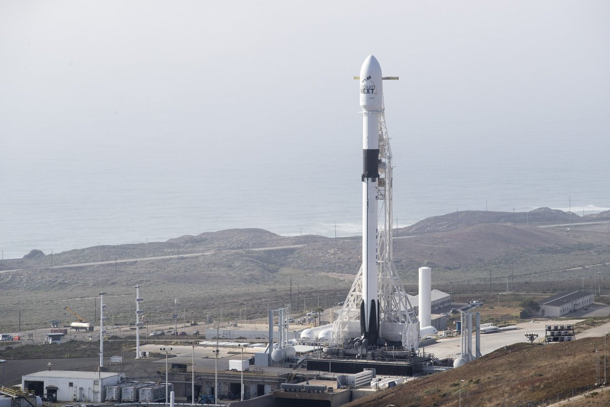 More photos from Falcon 9's launch of Iridium-7 → https://t.co/095WHX44BX