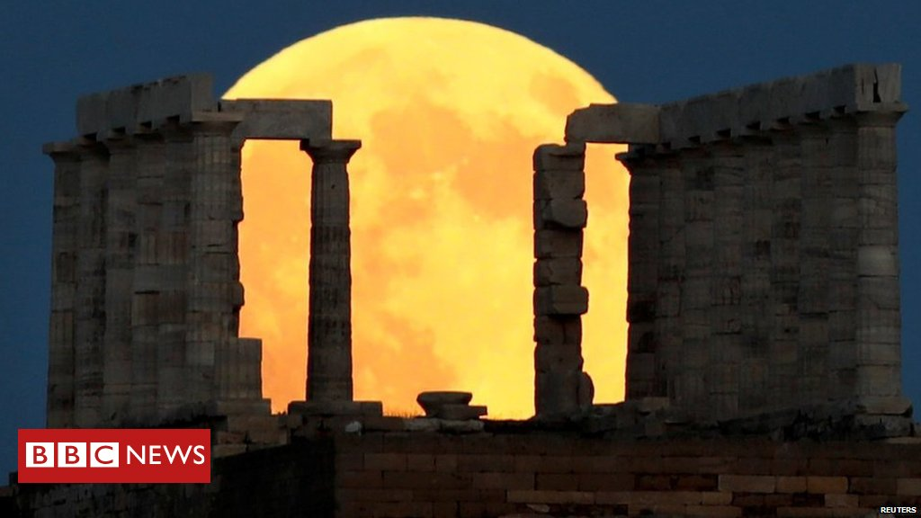 In pictures: Blood moon around the world https://t.co/cRQmVNgcfj #LunarEclipse #BloodMoon #EclipseLunar