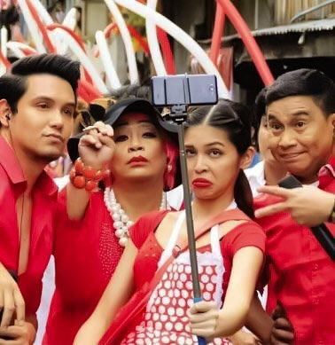 The family the groufie together, pabebe forever...eme @mainedcm   #JOWAPAOMENGsaPAMANA https://t.co/llqPj0ynv7