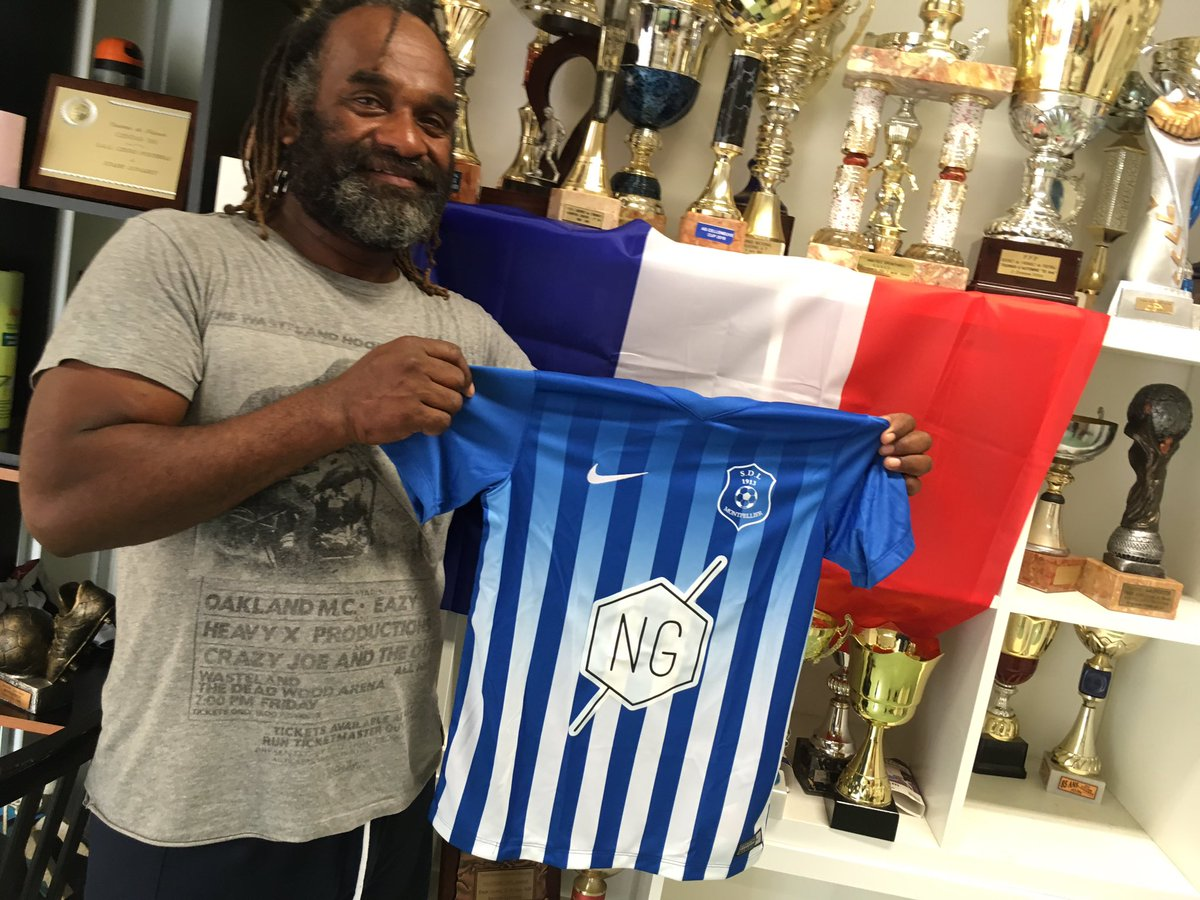 """Stade Lunaret 1913 on Twitter: """"Le Président du Stade Lunaret, Jacques  Pawawi, présente le nouveau maillot du club. Merci @NGpromotion pour la  confiance ! #Montpellier #GoLunaret… https://t.co/Em3M6DY3N3"""""""