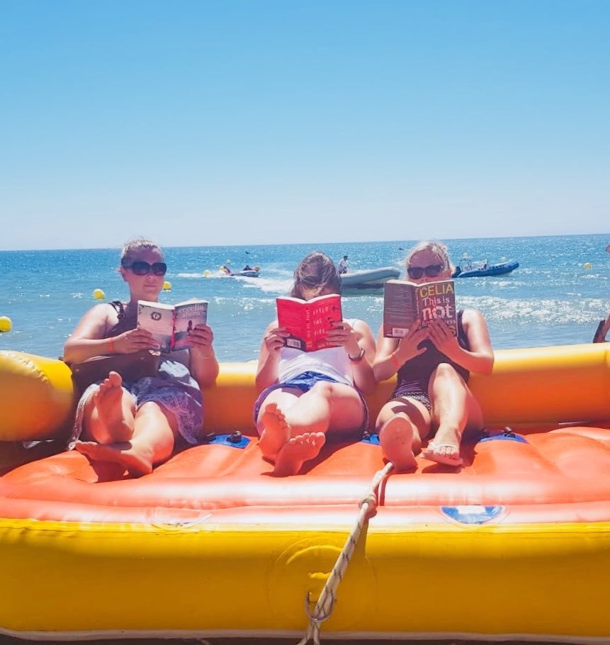 Summer reading with style! #lshsreads Happy holidays to @Emma_Newby_ @MissGoodall and Mrs Ames