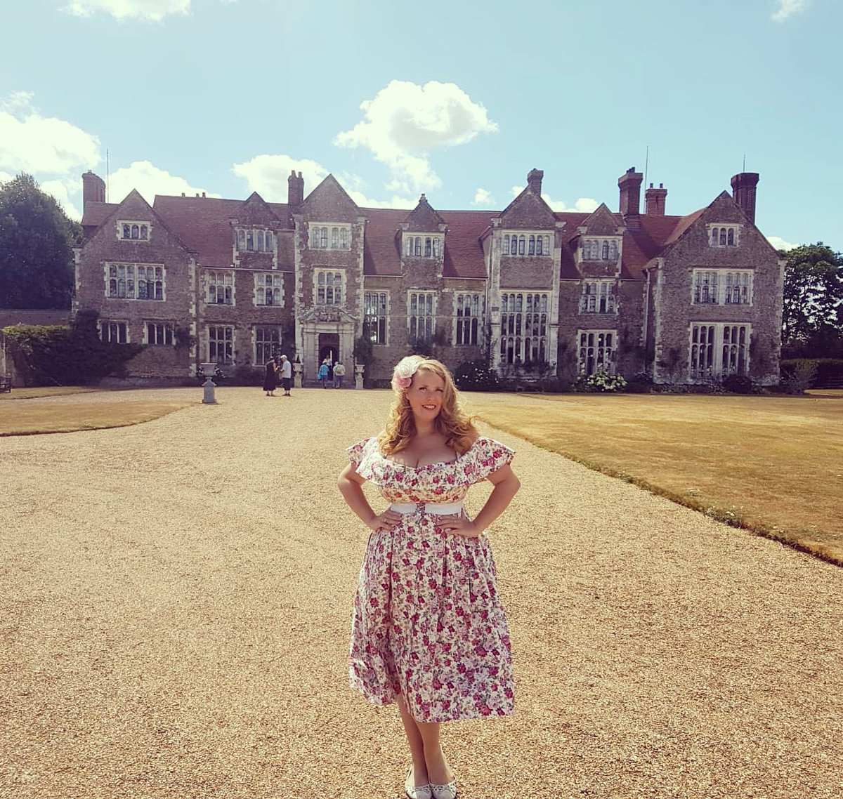 RT @LiannaHaynes Lovely second day singing at @LoseleyGdnShow today! Such a gorgeous location. Back again for the last day tomorrow! @LoseleyPark