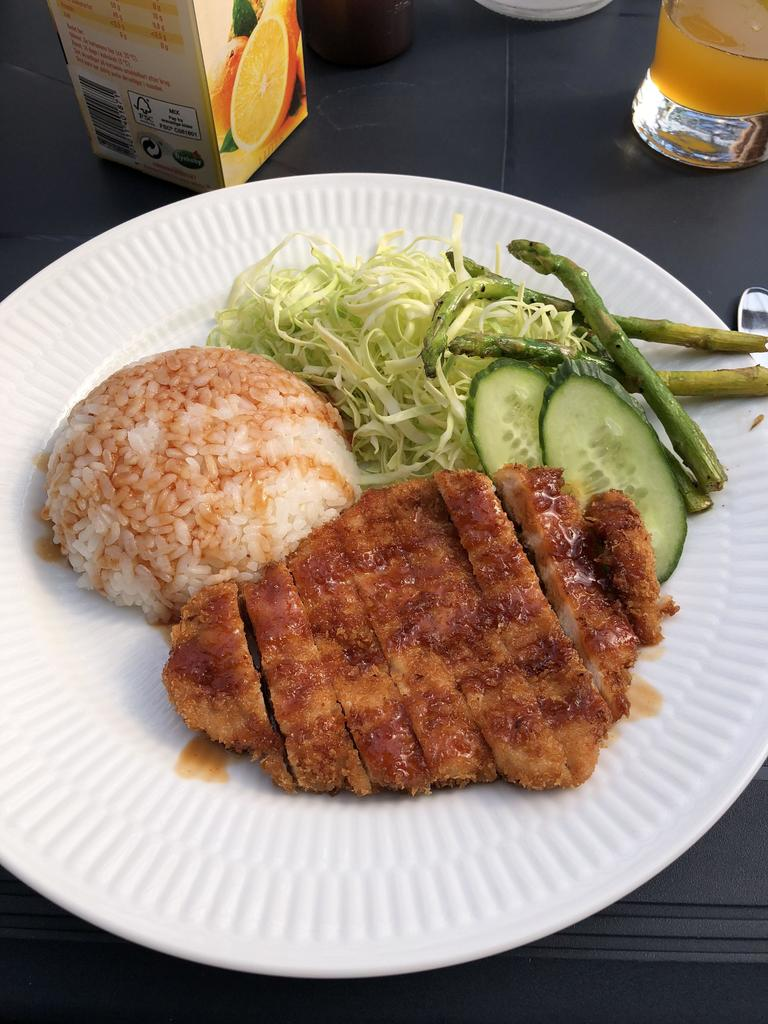 [Homemade] Tonkatsu with rice, shredded cabbage and roasted asparagus. via /r/#foodporn https://t.co/rZe7xhPOri