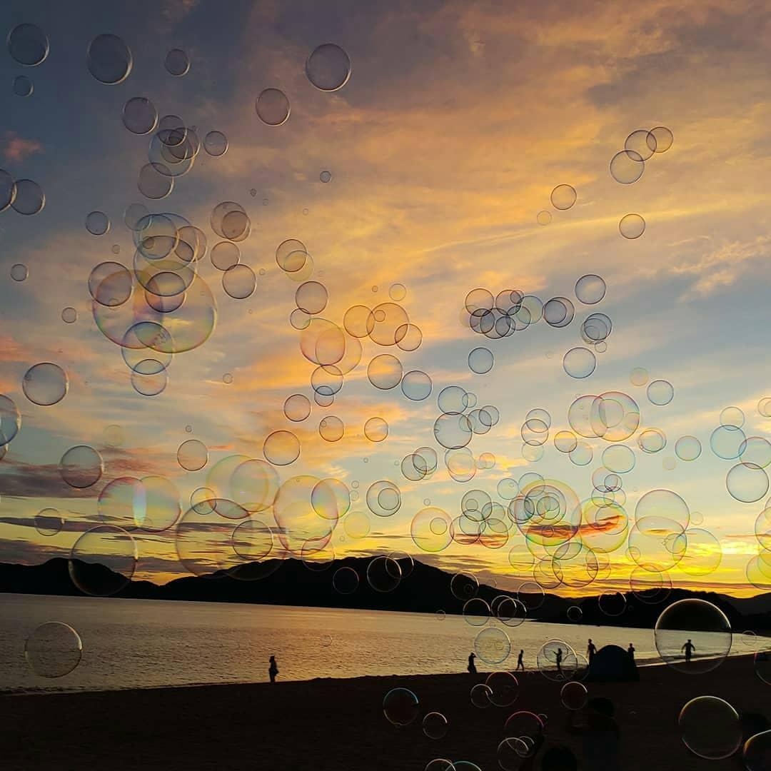 俺たちの虹ヶ浜…。  あたたかくてやさしい場所でした。  おまいらLoveがすぎるぜ!  さておじさんは、シャボン玉の旅にいってきます。 https://t.co/UgawN9MBn8