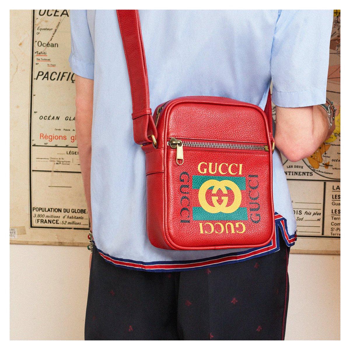1e5fceae048 ... features the Gucci vintage logo