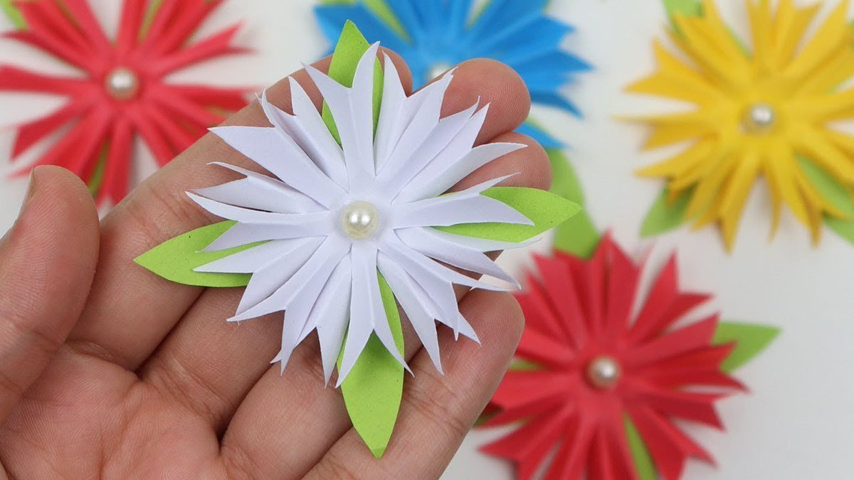 Koruly On Twitter Video How To Make Easy Paper Flowers For Wall
