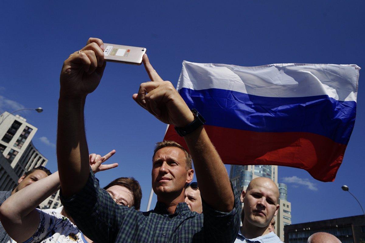 Картинки по запросу навальный сахарова загорелый