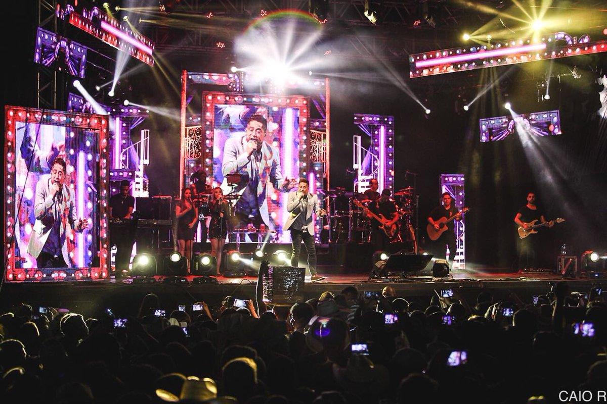 Deslize para o lado➡️⬅️ e confira as fotos do show em Iporá/GO!📍 #Leonardo #CantoBeboeChoro