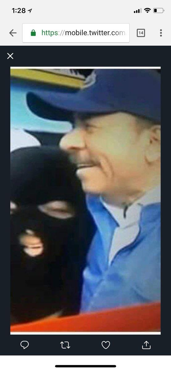 Pecado es también mentir? Porque negó que usaba paramilitares y aquí casi le da un beso al encapuchado! #FSLN #morerealnews #ortegaysomozasonlomismo #NicaraguaQuierePaz