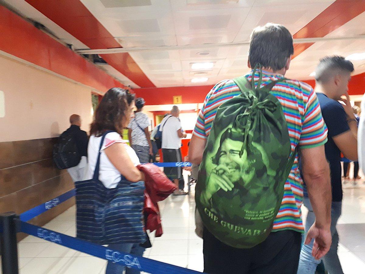 La mayoría desconoce la historia de Ernesto Guevara y no aguantaría ni un  mes bajo el sistema que él contribuyó a crear...pic.twitter.com olhVSgtMJw 3d7569b4d05