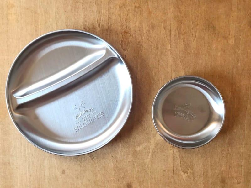 test ツイッターメディア - 最初の画像を見て、シルバーのワンプレートほしいと #Seria (セリア)に買いに行ったんだけど、実物見てみたら凄く小さめだったので、トレーにしたり色々使えそうなシンプルなシルバーの皿を購入しました( ¨? )これで直径20cmなので、最初の2つは相当小さい(^_^;)15cmくらいかな? https://t.co/FulIFoeVik