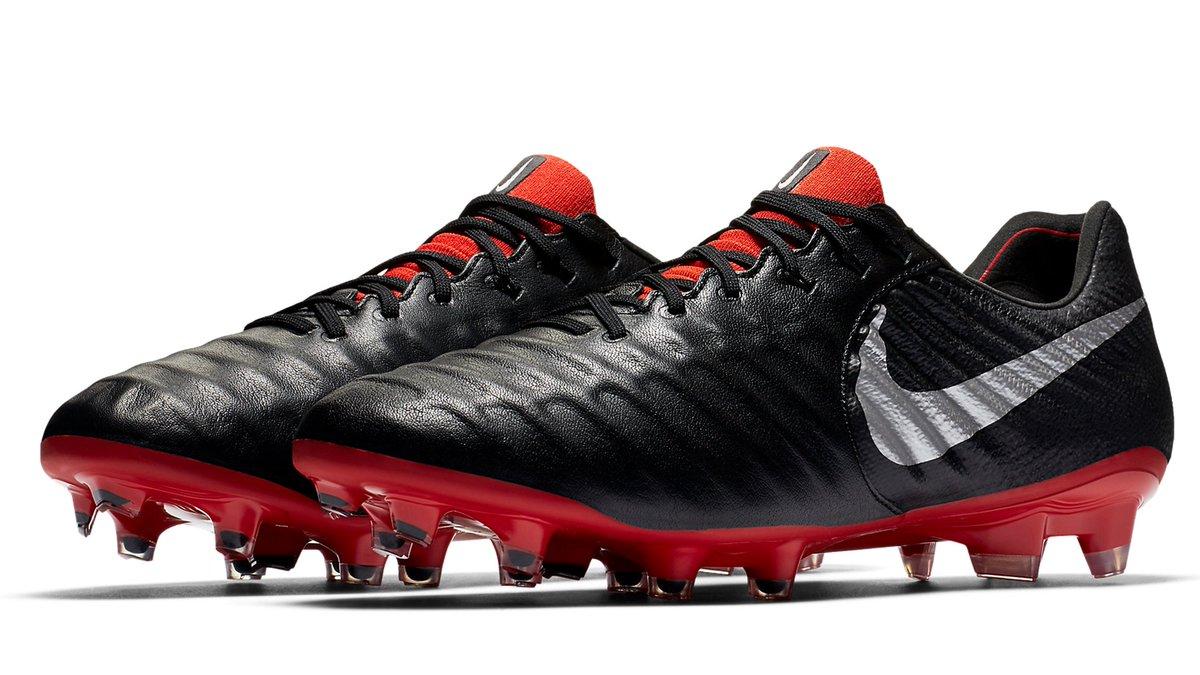 3877422ce92b Football Boots on Twitter: