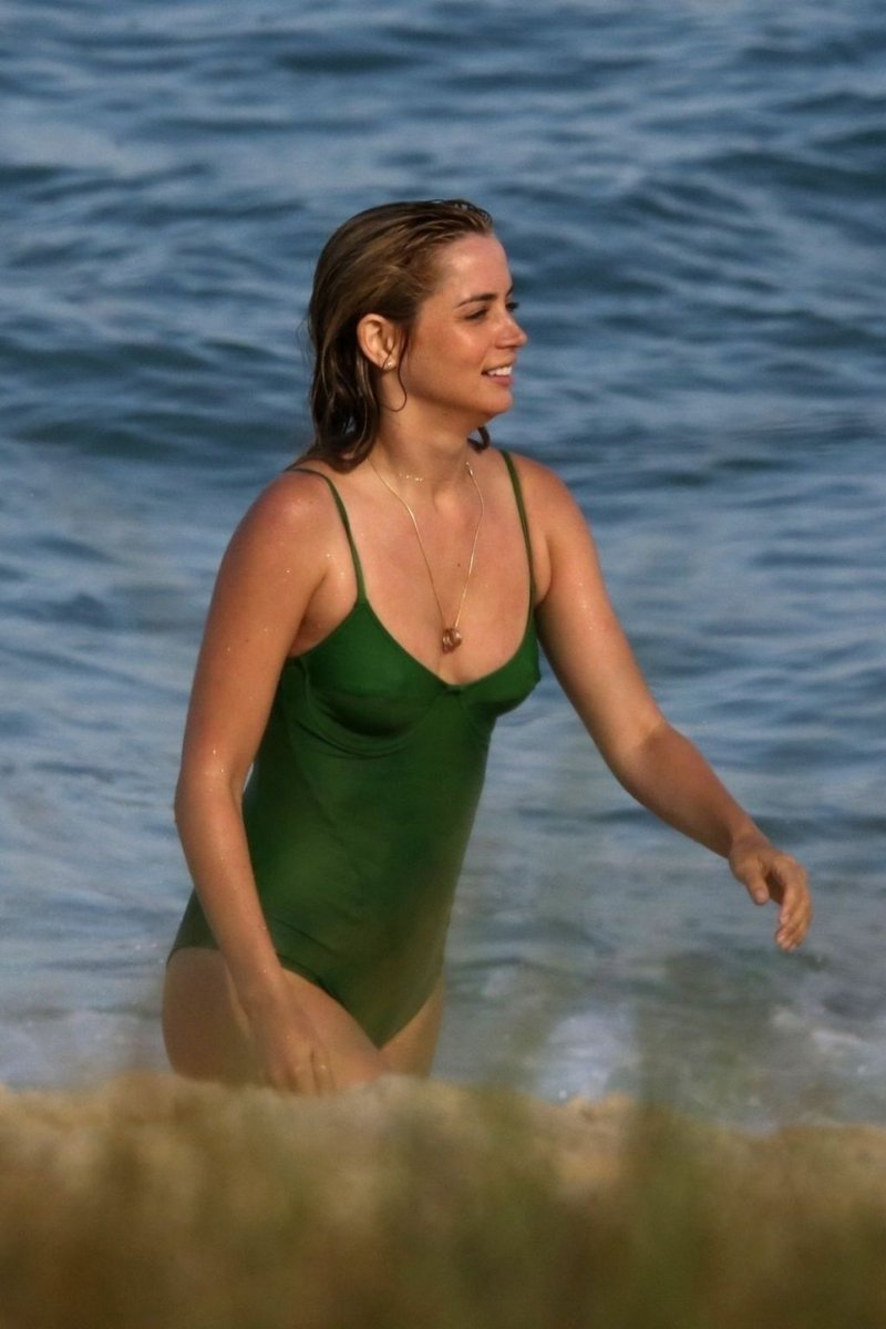 "Ana De Armas Sexy maxkrish on twitter: ""ana de armas sexy pics in a green"