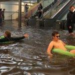 同じ豪雨被害でもスウェーデン人はレジャーと化してしまう?