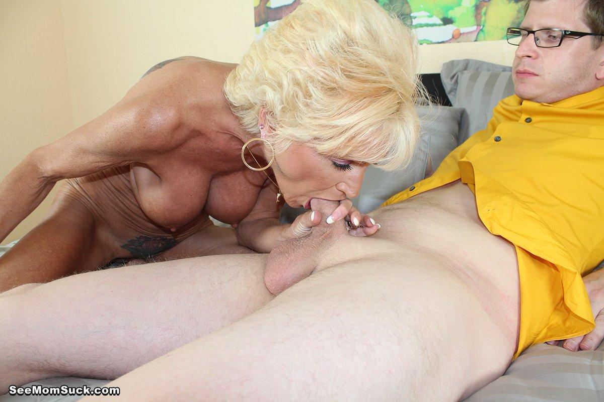 Мама сосет у сына и мужа порно