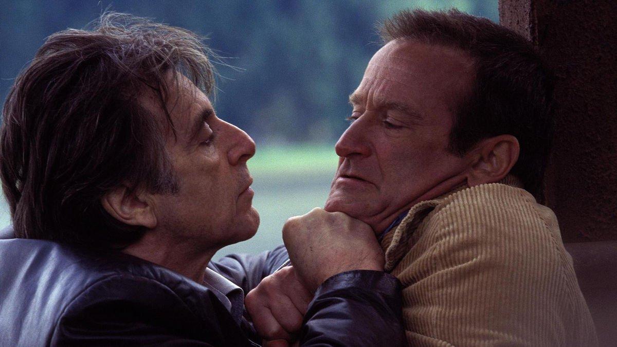 "John Sant on Twitter: ""📷 Al Pacino, Robin Williams and @HilarySwank in  Christopher Nolan's 'Insomnia' (2002). Stills by Rob McEwan. #Insomnia  #ChristopherNolan #AlPacino #RobinWilliams #HilarySwank #Director #OnSet  #BornOnThisDay… https://t.co/XImAwwo8Xa"""